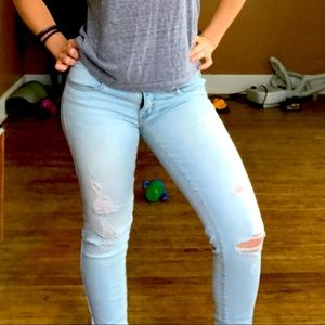 AMERICAN EAGLE OUTFITTERS light wash skinny 👖
